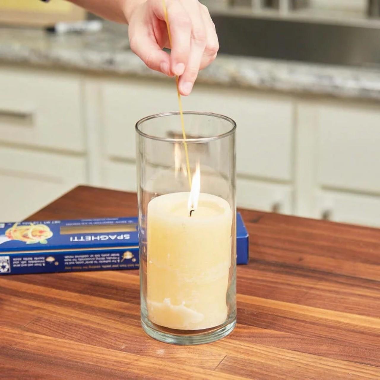 Поджигание свечи с помощью спагетти